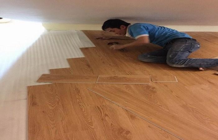 báo giá sàn nhựa vân giả gỗ, thợ thi công sàn nhựa vân gỗ có hèm khóa, làm sàn nhựa giá rẻ,