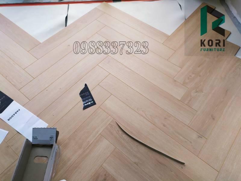 sàn nhựa dán keo giả gỗ, sàn nhựa hèm khoá cao cấp, sàn nhựa dán keo có tốt không,