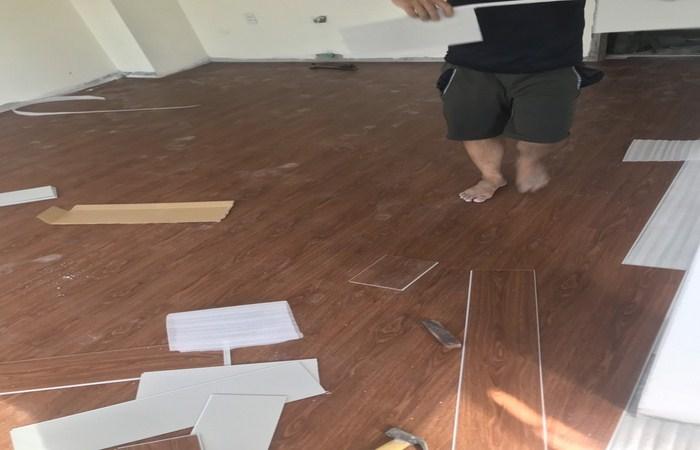 báo giá sàn nhựa hèm khóa, ván sàn nhựa nào tốt nhất hiện nay, thi công sàn nhựa tại hà nội,