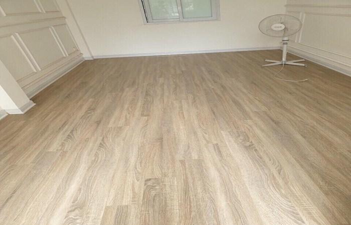 sàn nhựa tại hà tĩnh giá rẻ, báo giá sàn nhựa tại hà tĩnh, thi công lắp đặt sàn nhựa vân giả gỗ.