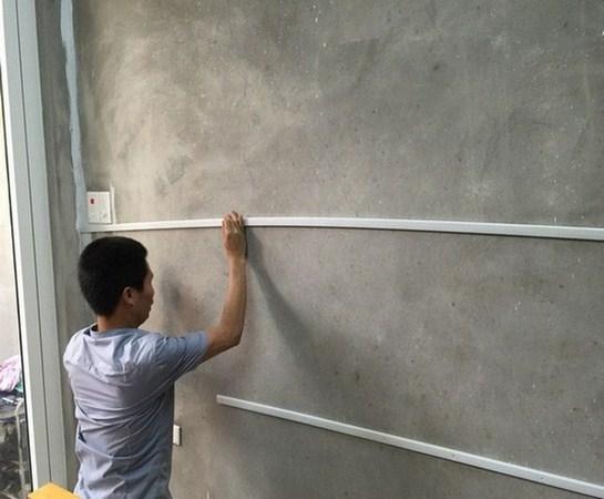 op tuong nhua, ốp tường chống ẩm, tường nhà ẩm