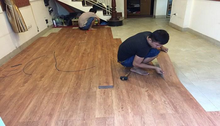 thi công sàn nhựa tại cầu giấy, báo giá làm sàn giả gỗ tại cầu giấy, tư vấn mua sàn nhựa vân gỗ giá rẻ.