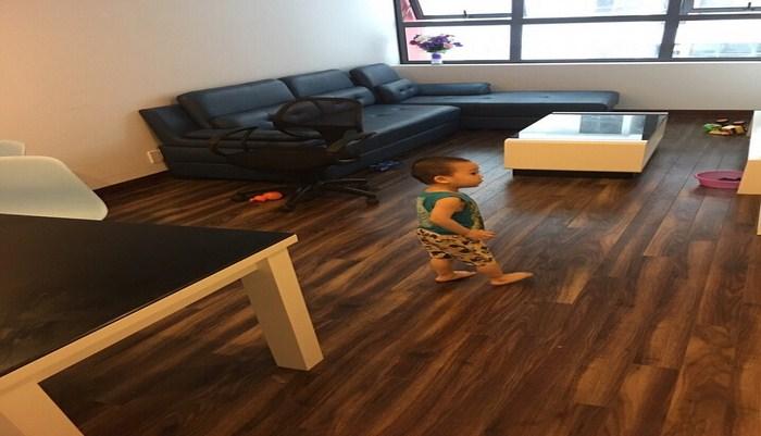 sàn nhựa hèm khóa phòng khách, cách chọn sàn nhựa cho phòng khách,