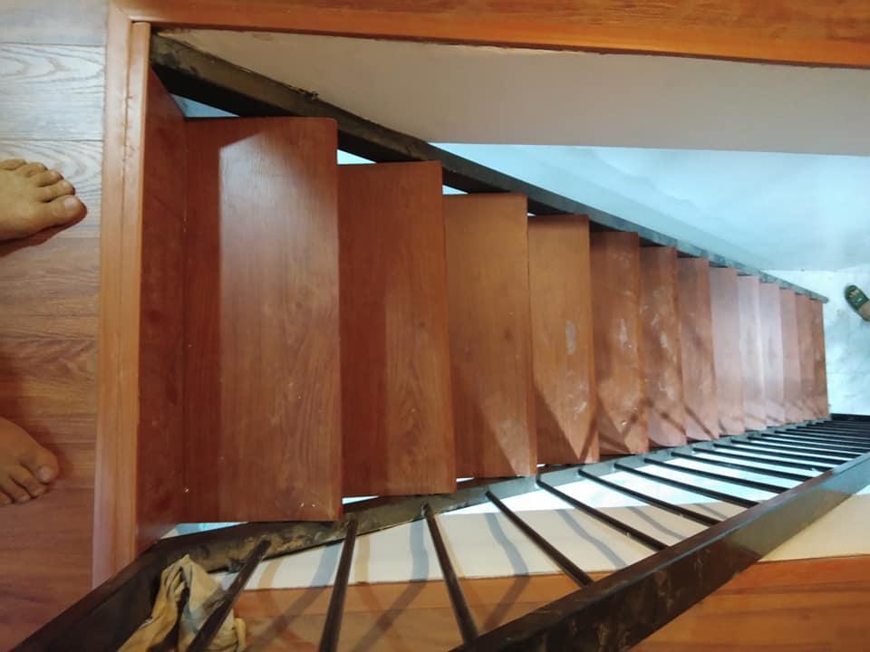 báo giá ốp cầu thang gỗ công nghiệp, thi công ốp cầu thang gỗ,
