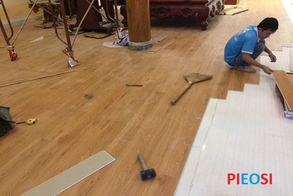 thi công sàn nhựa hèm khóa pieosi
