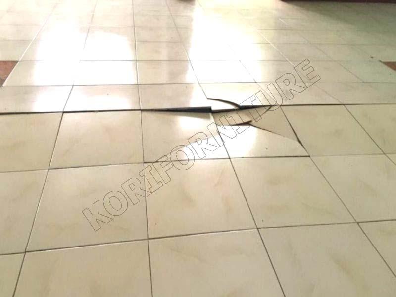 sàn gạch bị vỡ